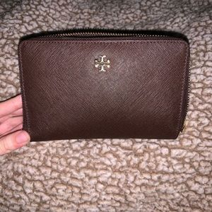 Tory Burch wallet. In great condition, barely used